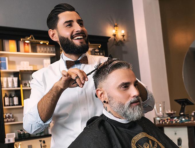 Captain's Barber Shop Herrenfriseur bei der Arbeit Düsseldorf